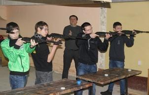 В Первоуральске студенты соревновались в стрельбе из пневматического оружия