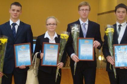 Лучших студентов свердловских колледжей и техникумов наградили стипендиями губернатора «За успехи в освоении рабочей профессии»