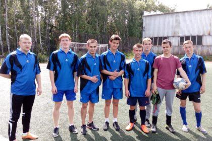 Игры по мини-футболу и стритболу