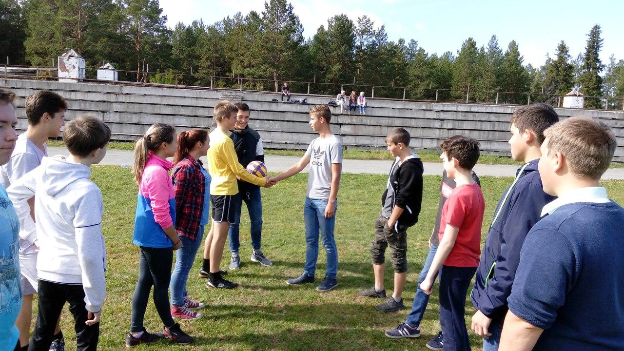 Игры по мини-футболу среди команд 1 и 2 курсов