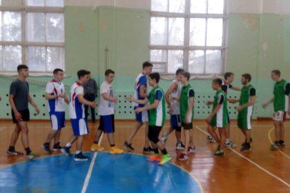 Первая товарищеская встреча по баскетболу