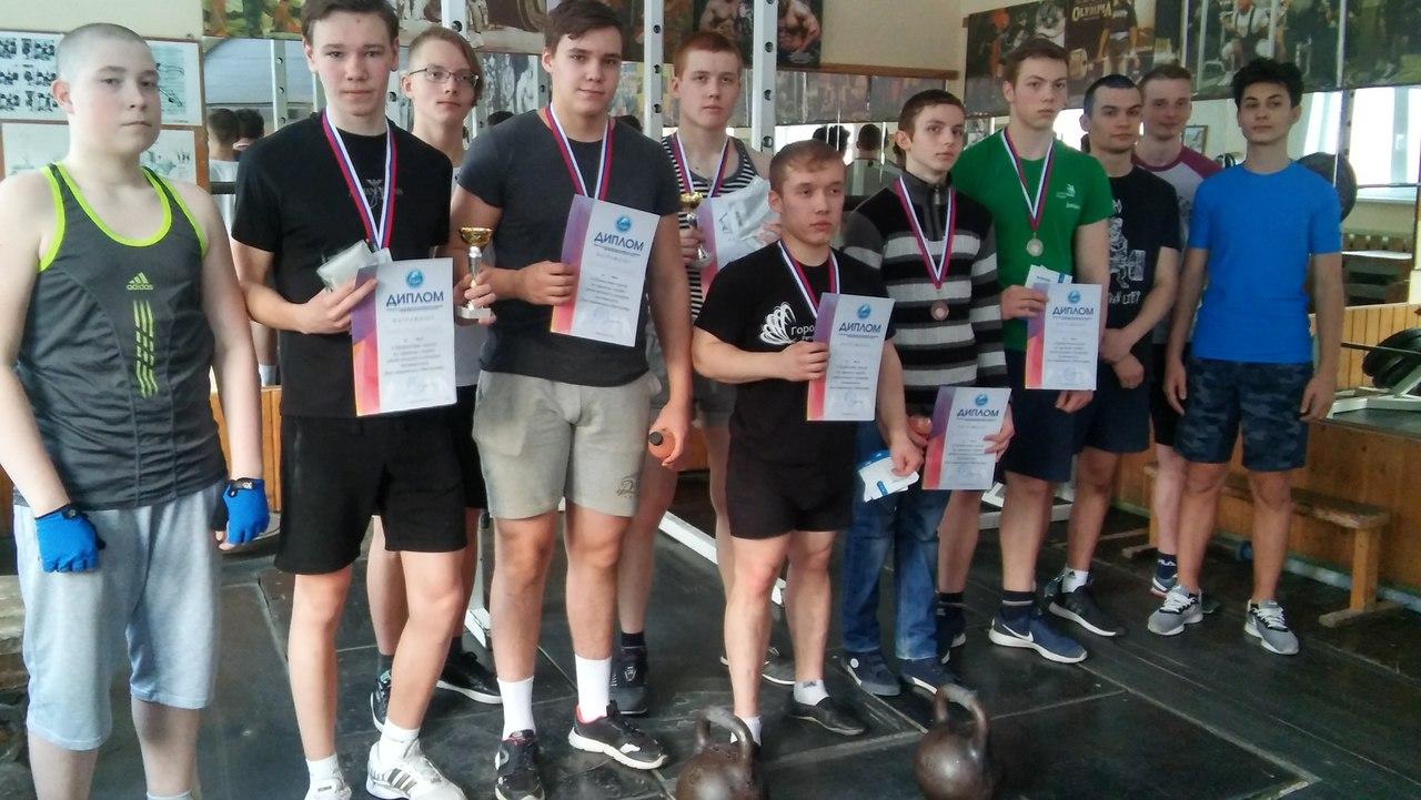 Соревнования по гиревому спорту среди юношей и юниоров