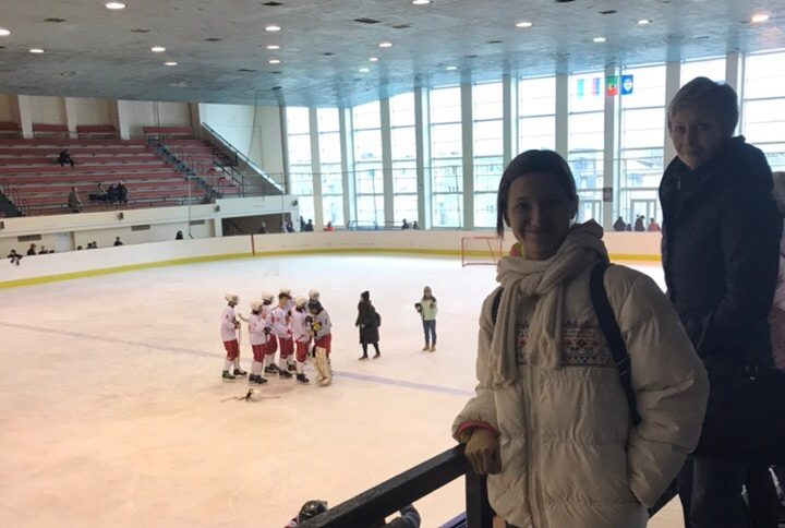 Посещение товарищеской игры по хоккею